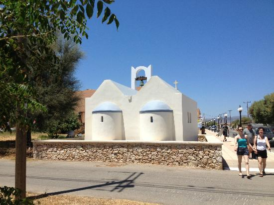 Asterion Hotel Suites and Spa: Tiny church in the village