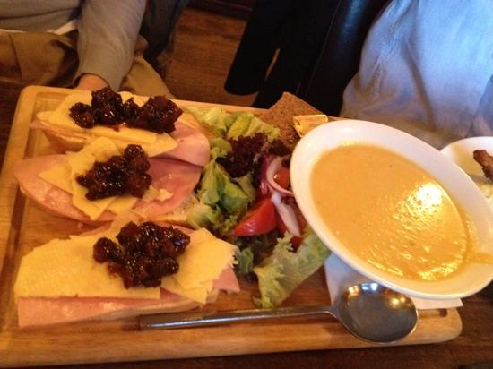 The Wolftrap Bar & Restaurant : Lunch board