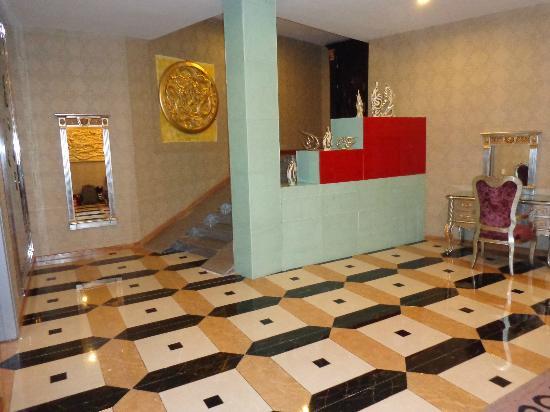 Mai Hotel Hanoi: grande entrance