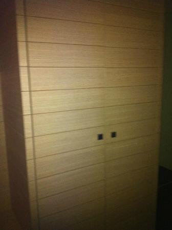 EmpoliHotel: armadio camera