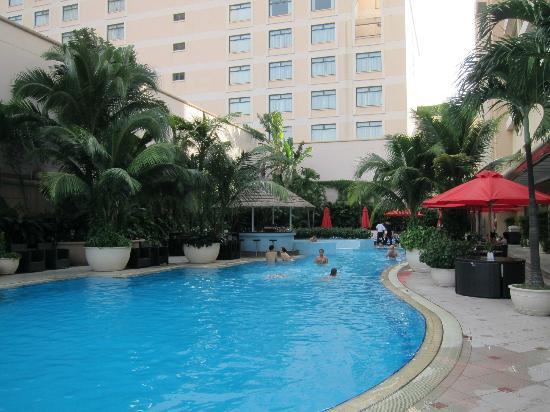 Caravelle Saigon: the pool with outdoor bar