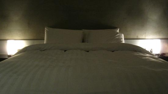 CF Hotel: Full-size bed
