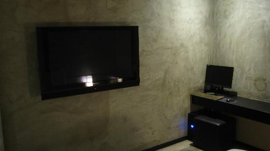 "CF Hotel : 40"" HDTV"