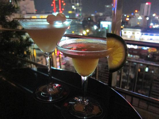 Caravelle Saigon: drinks at the rooftop bar