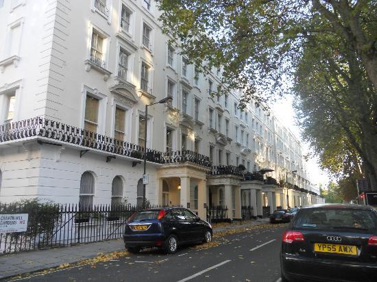 Caring Hotel: Craven Hill Gardens e l'entrata dell'hotel