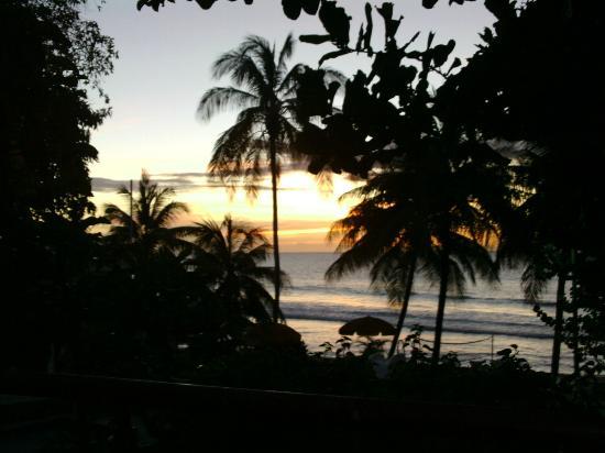 Sandy Point Beach Club : Beautiful sunset