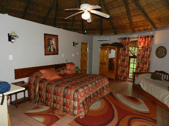 Gooderson DumaZulu Lodge and Traditional Zulu Village : Chambre
