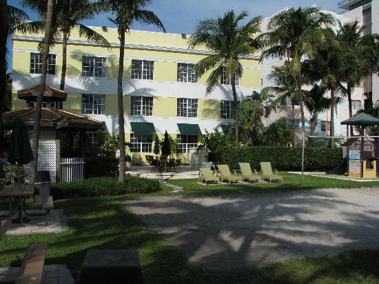 Westgate South Beach Oceanfront Resort: Back of Hotel Overlooking the Grounds and the Boardwalk and Beach
