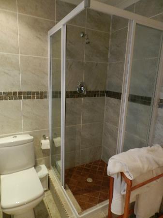 Ibhayi Town Lodge: Salle de bains