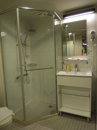 โรงแรมซิตี้อินน์ ไทเปสเตชั่น สาขา 1: Bathroom