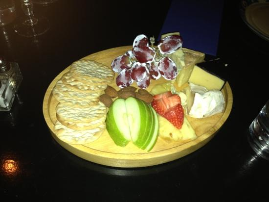 Crackpots Restaurant: Beautiful cheese board to finish the meal!