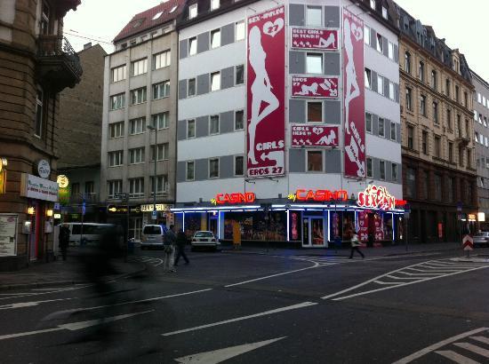 ABA Hotel Frankfurt: en bas a gauche l'hotel, parfaitement entoure de sex shop