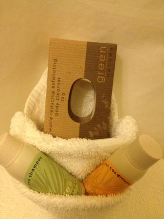 Jupiter Hotel: Eco--friendly soap, no middle, because who uses the middle?