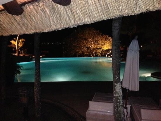 Maritim Resort & Spa Mauritius: Infinity pool at night