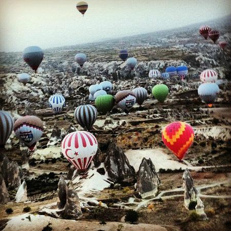 Goreme, Turkey: Emoção ao ver tantos balões ao mesmo tempo!!
