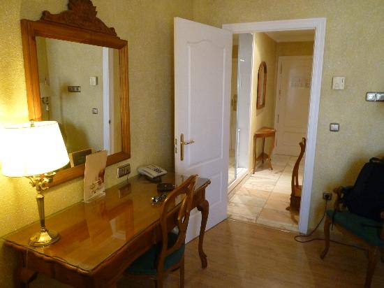 Salles Hotel Malaga Centro: Zimmer