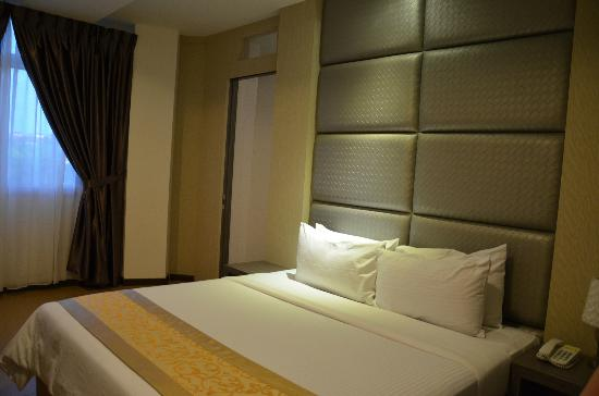 Eight Days Boutique Hotel (Mount Austin): Platinum Room - King - Jacuzzi for 2