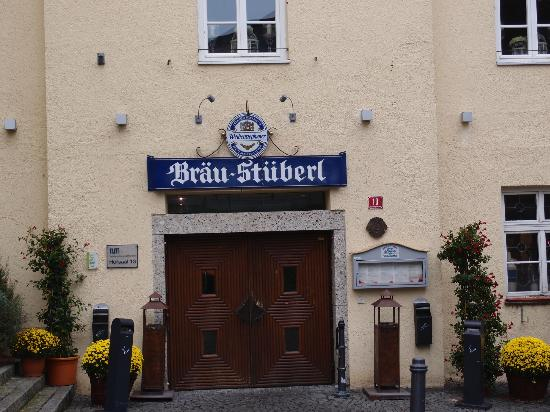 Weihenstephan: Entrance by the restaurant