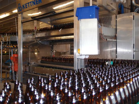 Weihenstephan: Washing & filling the bottles