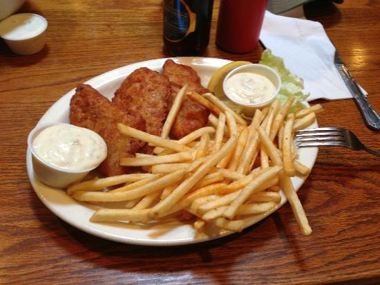 Betts Gold Coin Sports Tavern: Fish and Chips