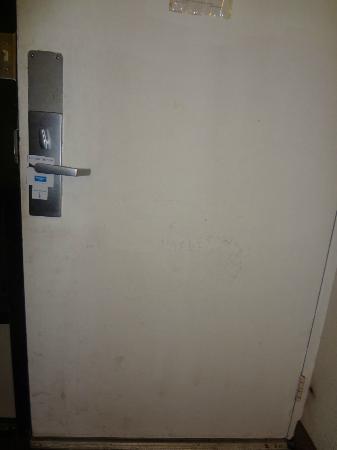 Rodeway Inn Maingate: room door