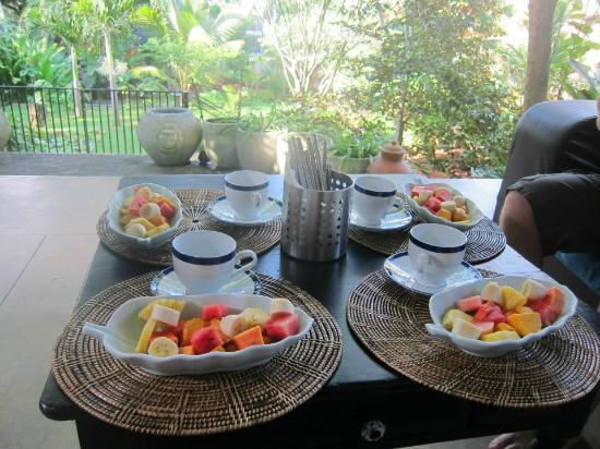 Hibiscus Villa: Breakfast in paradise