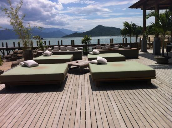 L'Alyana Ninh Van Bay: Seating and view at restaurant on beach