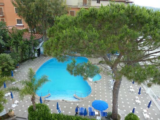 Grand Hotel Riviera: piscine