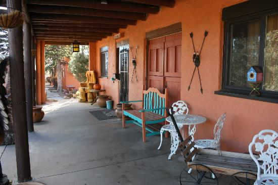 El Colorado Lodge: Porch of the office