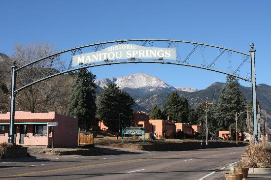 El Colorado Lodge: Entering Manitou Springs