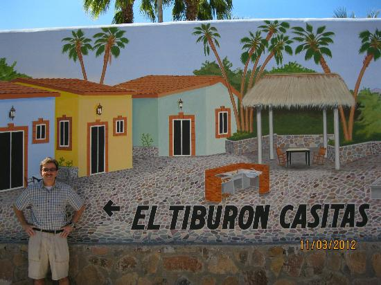 El Tiburon Casitas: mural in courtyard 