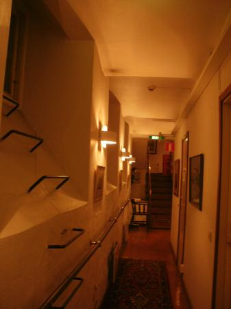 Lord Nelson Hotel: Corridor where sauna is located - in basement