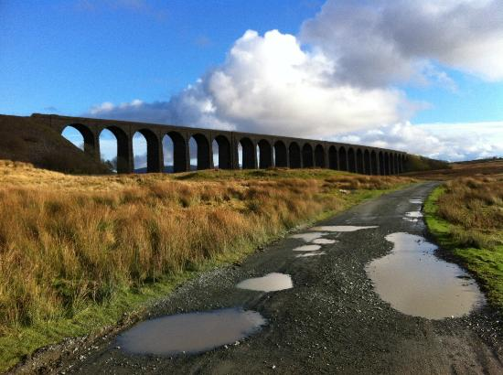 Ingleton, UK: View of Ribblehead Viaduct after walking up Whernside