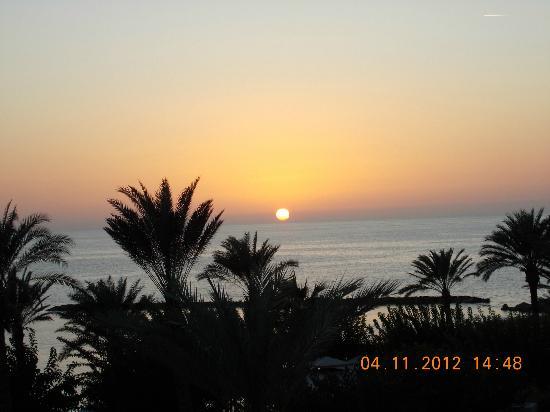 Constantinou Bros Pioneer Beach Hotel: sunset