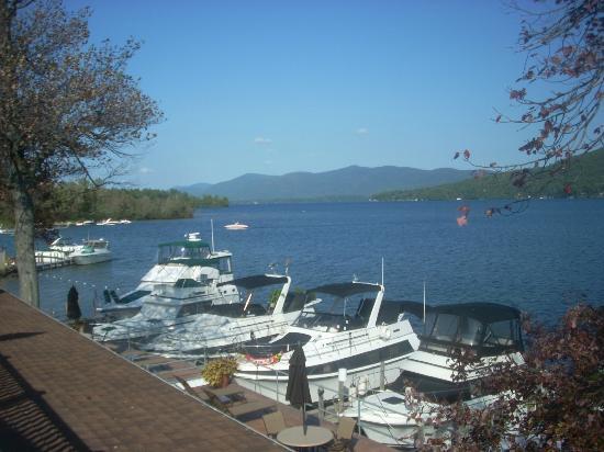 ذا جريجوريان ليك سايد ريزورت: The boat dock just outside my room