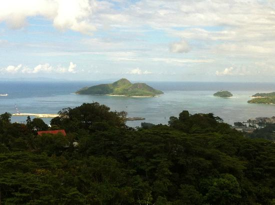 Beachcomber Sainte Anne Resort & Spa: Vue sur Sainte Anne