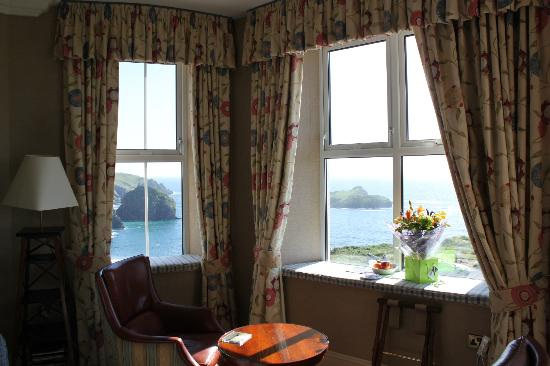 Mullion Cove Hotel: Sicht durch die Suite
