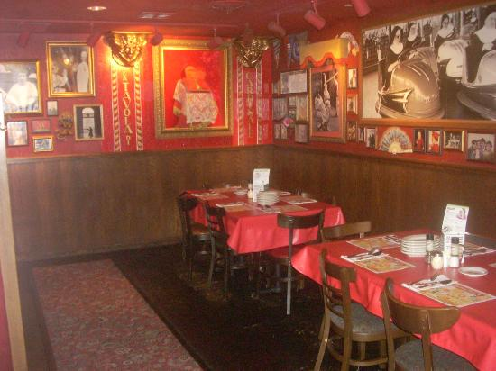 Dining Rooms At Buca Di Beppo Have Over The Top Decor