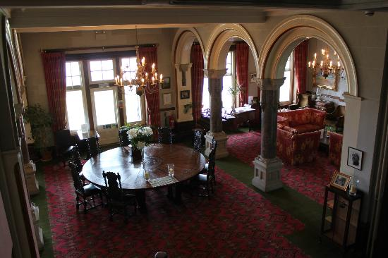Camelot Castle Hotel: Saloon