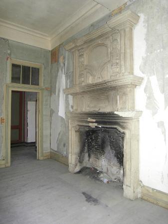 Chateau de Bridoire: a beautiful renaissance fireplace
