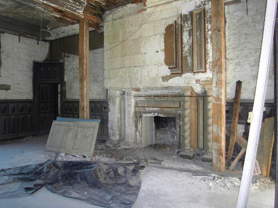 Chateau de Bridoire: The fine tapestries and elegant wood panelling have all been trashed