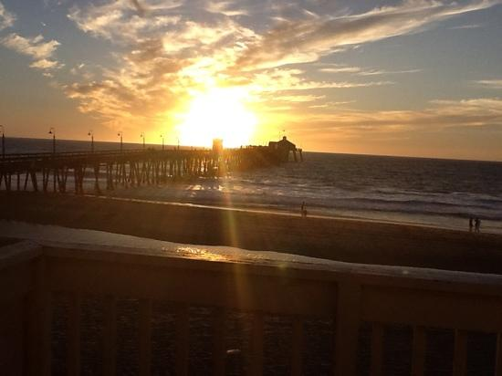 Imperial Beach, Kalifornien: the pier backlit by one the glorious sunsets