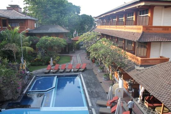 Wina Holiday Villa Hotel: room with pool view