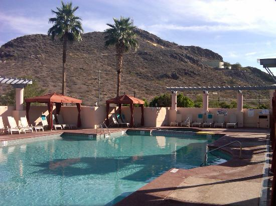Tempe Mission Palms: Practically our private pool!