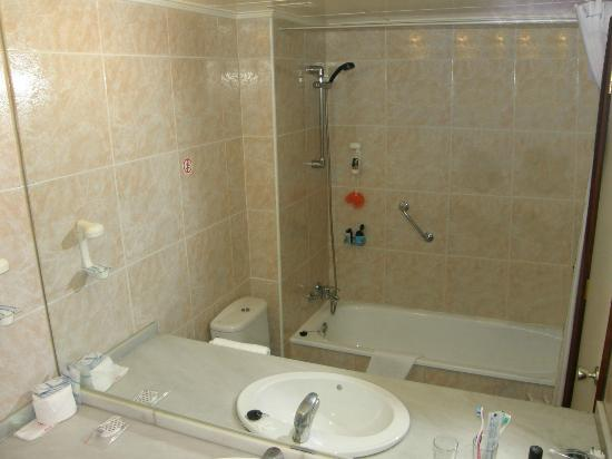 Beverly Park Hotel: Bathroom