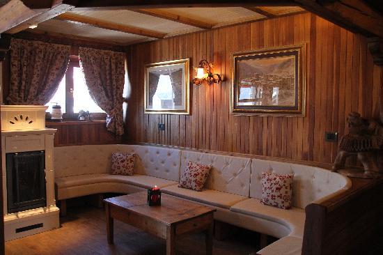 Albergo Belvedere Cogne : La saletta relax, per merende e spuntini