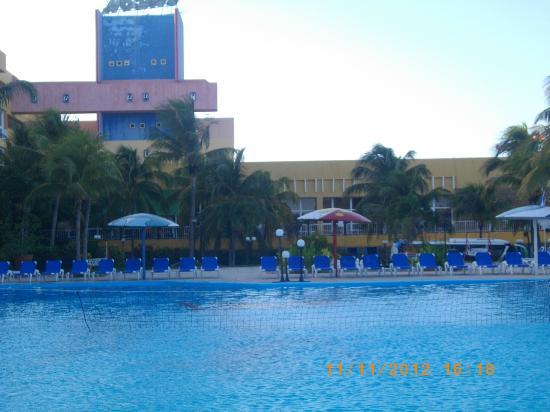 De la piscine picture of hotel ancon playa ancon for La piscine review