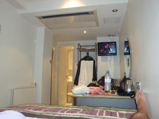 Corus Hotel Hyde Park London: pequeno quarto