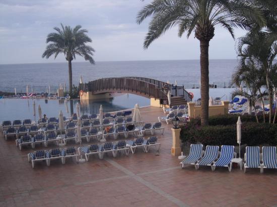 Bahia Principe Costa Adeje: Infinity pool, a bit cold