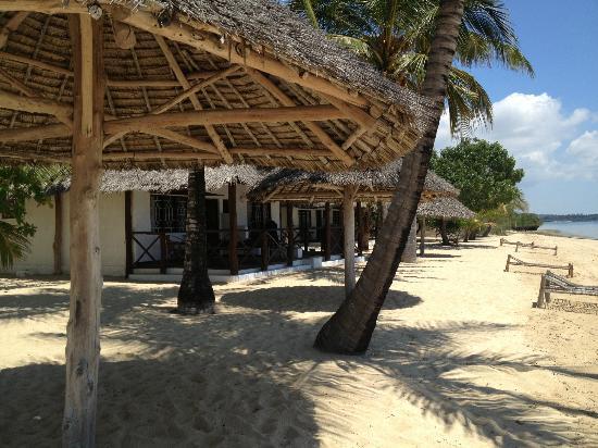 Chapwani Private Island: Bungalow beach